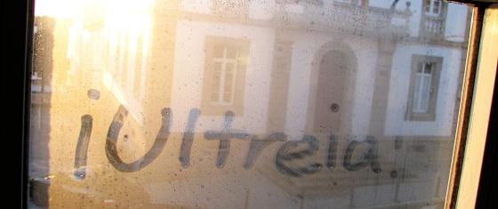 [Ultreïa! on an albergue window]